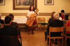 Fehérváry Lilla előadóművész ismert és kevésbé ismert népdalokkal örvendeztette meg a közönséget