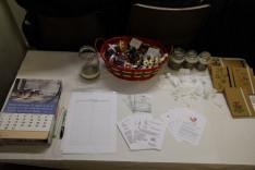 adomány- és információs asztal