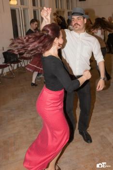Van olyan is, aki csak nemrég kezdett táncolni, de máris tud mulatni.