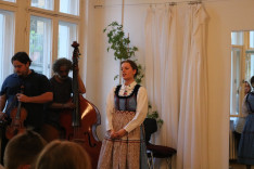 Zita énekel