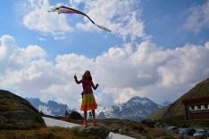 papírsárkány az Alpok egén