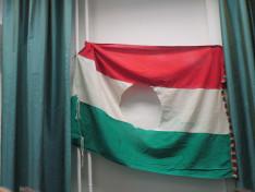 esztergomi 56-os lyukas zászló