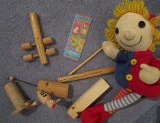 Kerekítő Manó és népi hangszerei