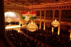 A Norvég-Magyar Egyesület elnökének, Dr. Nagy Lucia záróbeszéde. Több mint négyszáz főt vonzott az esemény