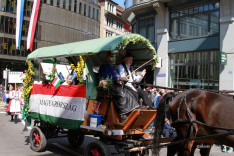 A feldíszített magyar szekér