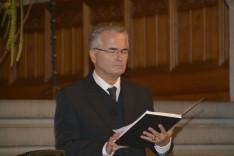 Káplán György énekel