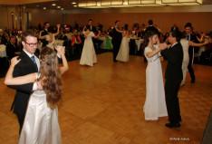 A bálnyitó fiatalok tánca