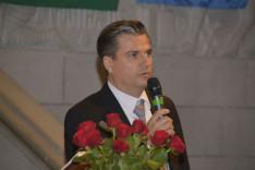 Szennyessy László, a  Zürichi Magyar Egyesület elnöke beszédet mond a megemlékezésen