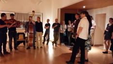 Szülinapi köszöntő a nagybőgősnek, és a Kultúrközpont egyik vezetőségi tagjának