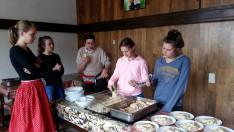 Mi osztottuk ki az ebédet is a 150 résztvevőnek