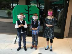 gyerekek a Harangvirág csoport bábelőadásán