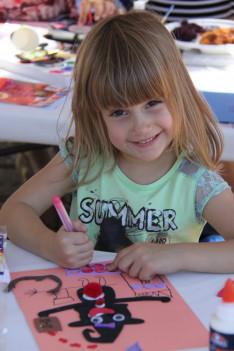 kézműves foglalkozás a református pikniken