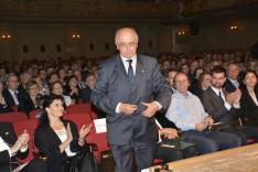 Ormós Ajtony készül átvenni kitüntetését