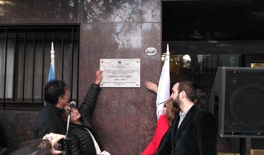 Plakettavatás Bíró László József emlékére Buenos Aires-ben