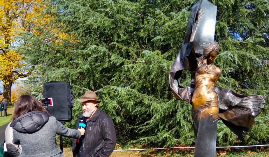 Interjú Párkányi Raab Péterrel, az 1956-os genfi  emlékmű alkotójával