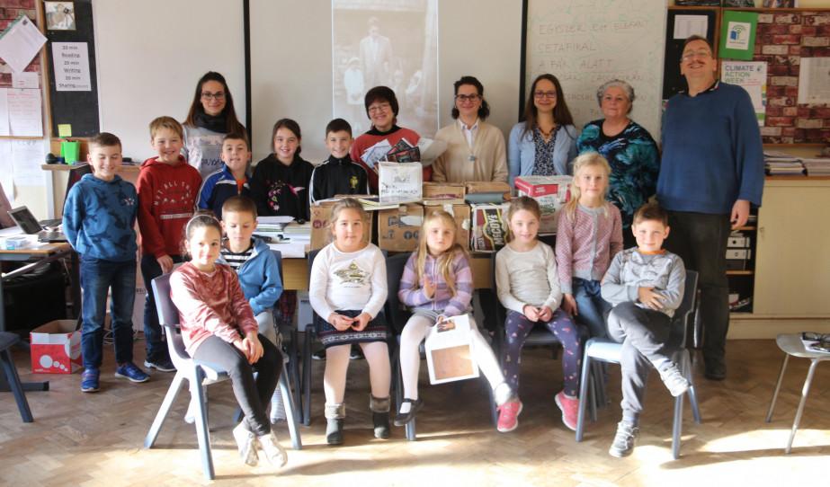 Könyvadomány a Cork-i Magyar Iskola és Óvodának