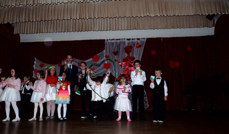 A Windsori Magyar Iskolás gyermekek előadása