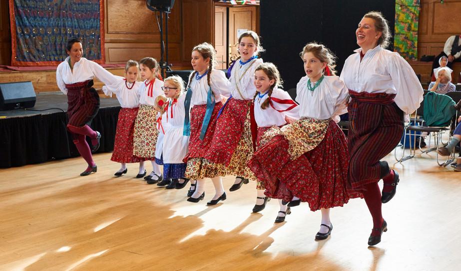 A Guildfordi Magyar tanoda a Dance Around The World fesztiválon / fotó: Kelemen Lehel