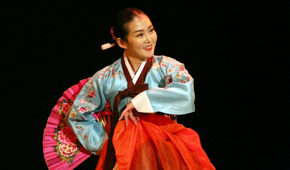 Magyar és Koreai táncbemutató Torontóban