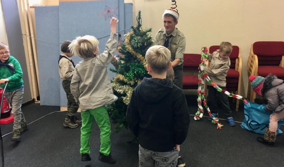 Karácsonyi foglalkozás a readingi Szent-Györgyi Albert Cserkészcsapattal