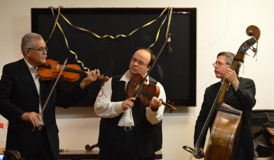 A Harangláb zenekar