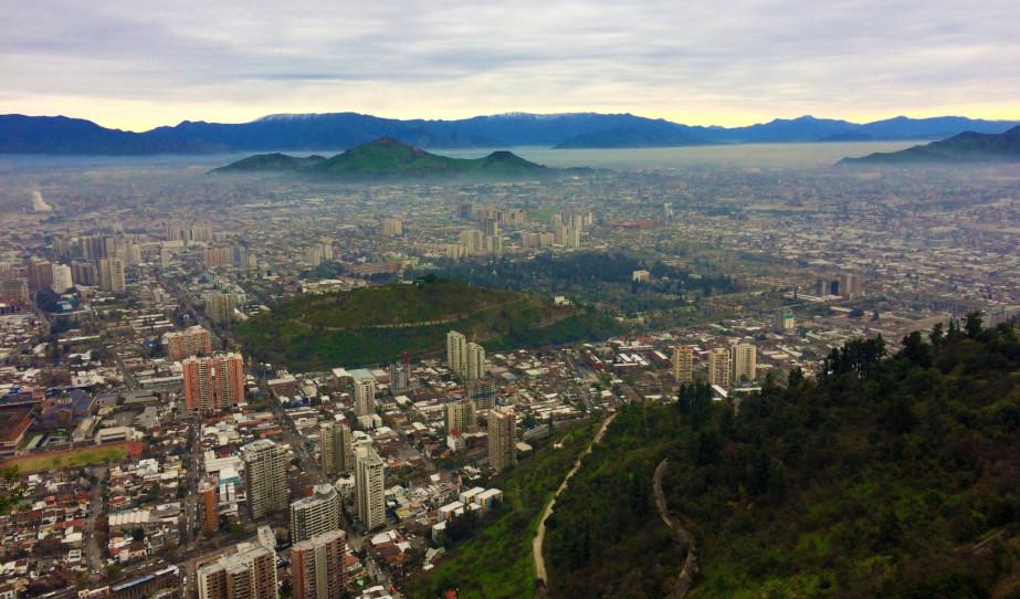 Santiago de Chile látképe a Szent Kristóf hegyről