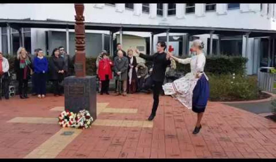 Szent István napi néptáncbemutató és thttps://www.youtube.com/uploadáncház Wellingtonban