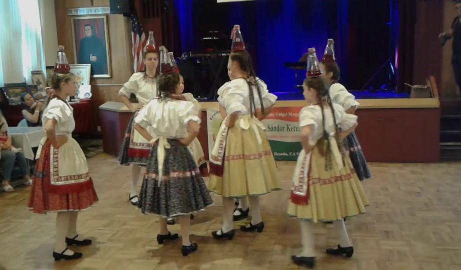 Rontóbontók a Magyar Ételek Fesztiválján - Üveges tánc