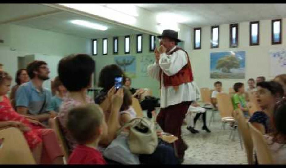 Gulyás László vándormuzsikus gyermekelőadása Genfben