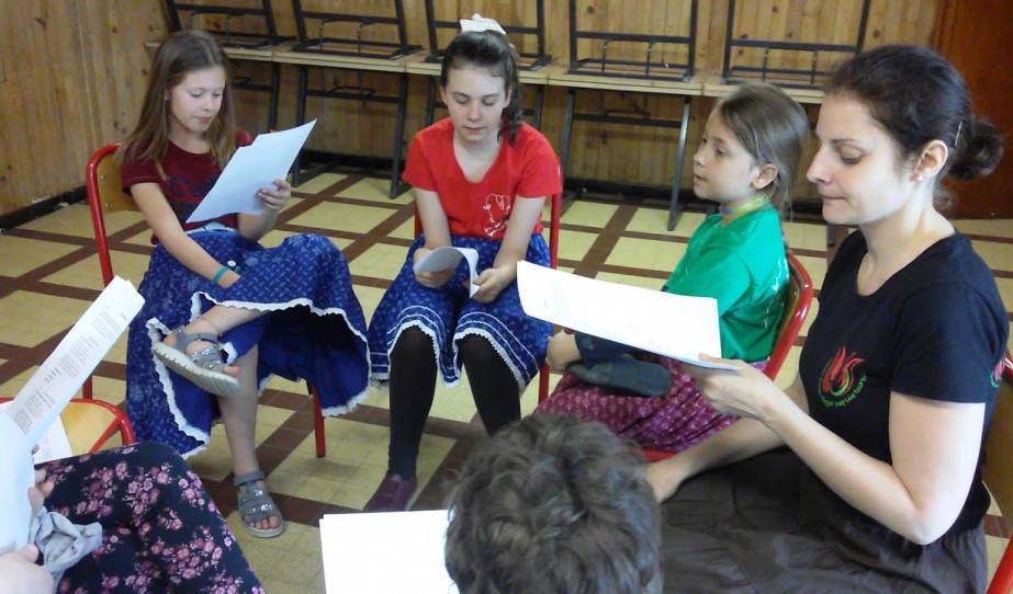 Dél alföldi népdalcsokor a haladó gyerekcsoport előadásában