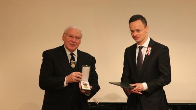 Nagytiszteletű Nitsch Gábor lelkész állami kitüntetése