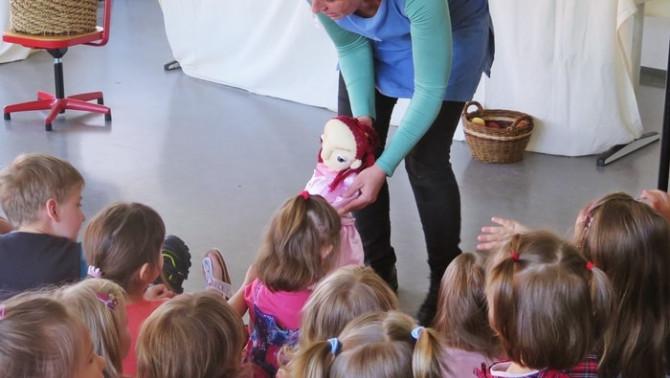 A Cserregő Bábtársulás előadása a Baden-Württembergi Konzuli Magyar Iskolában
