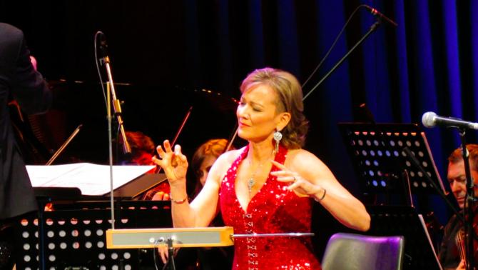 Illényi Katica Buenos Aires-i koncertje, teremin játéka