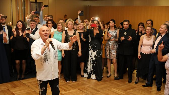 Pataky Attila és hálás közönsége