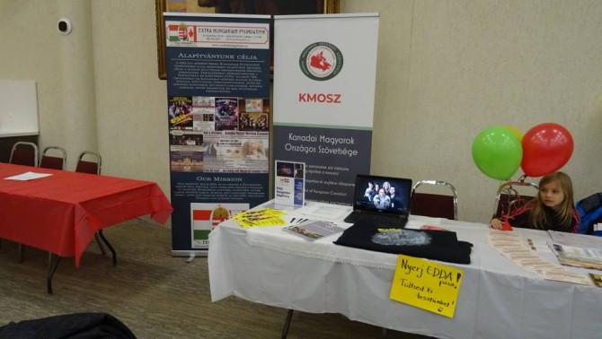Extra Hungariam Alapítvány bemutatkozó asztala a Torontói Magyar Ház Nyílt Napján 2020