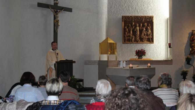 Fábry Kornél atya, az 52. Eucharisztikus Világkongresszus főtitkára szentmisét ünnepelt az augsburgi Magyar Katolikus Misszió híveivel