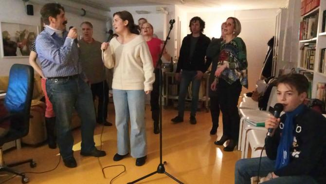 Mindenki énekel