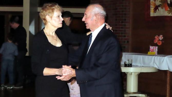 Táncoló pár az Őszi bálon