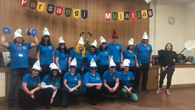 A Magyar Iskola Woking tanári csapata a farsangi bemutatója után