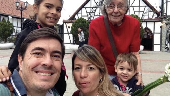 Balogh Angela a családjával