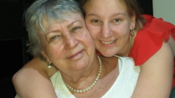 Raffaella Pierotti a nagymamájával, Kerekes Ágival