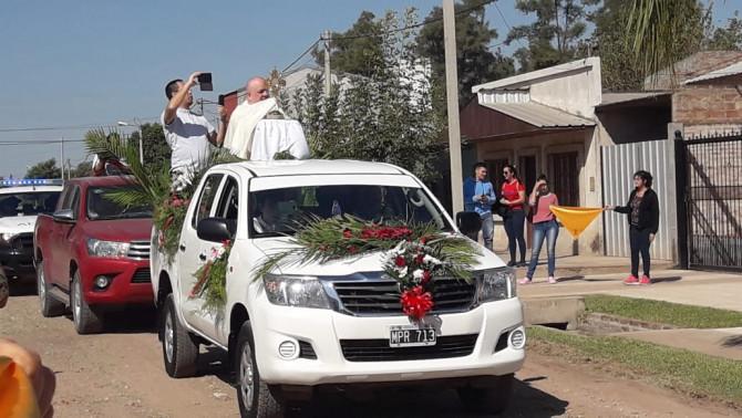 Feltámadási körmenet húsvétkor az argentin Chaco tartománybeli Villa Angelán