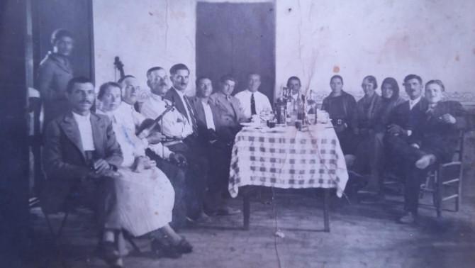 Villa Angela-i magyarok: Csatlós János kezében hegedűvel (Villa Angela, 1934. augusztus 25.)