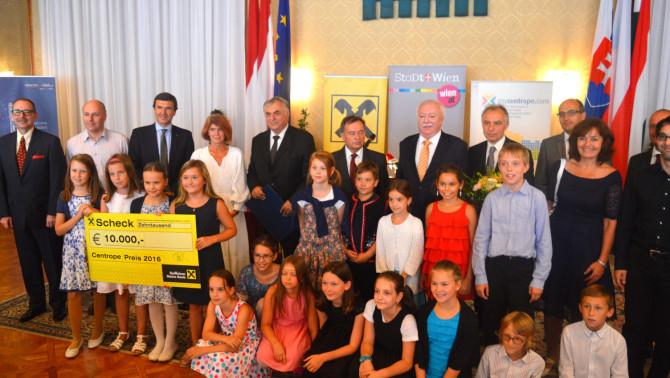 """Centrope díjat kapott dr.Smuk András, az """"Europa""""-Club elnöke."""