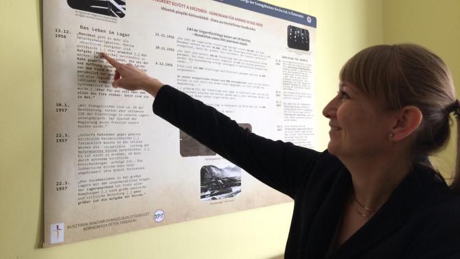 Juhász Réka lelkésznő bemutatja a kiálítást