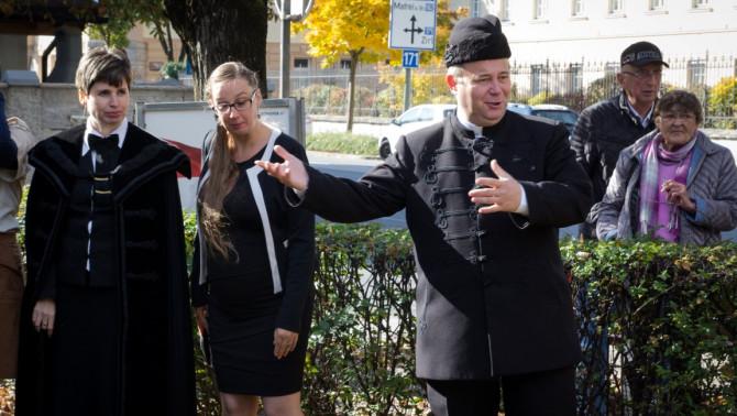 Nagy-György Attila atya mutatja az utat