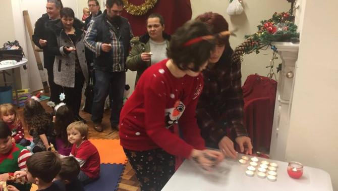 Karácsonyvárás, Tanoda, Chester, gyertyák