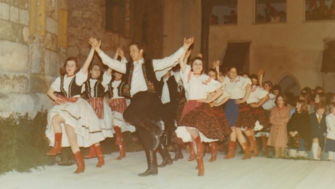 az iskola néptánccsoportja (1967)