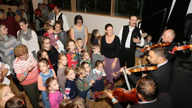 Gyermektáncház a Palatkai Banda koncertjén