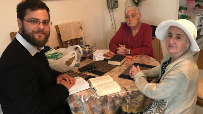 Házi istentisztelet az idős magyarokkal, Coober Pedyben